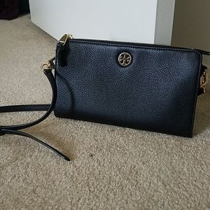 Like new cond Tory Burch pebbled leather crossbody